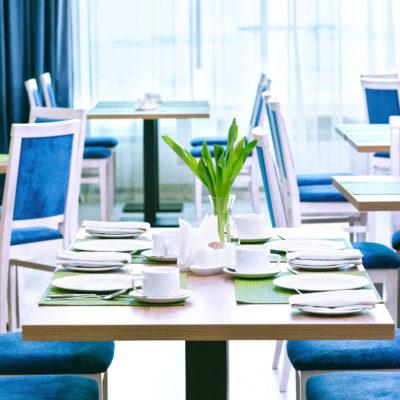 Restaurant Cafe La Forêt - table